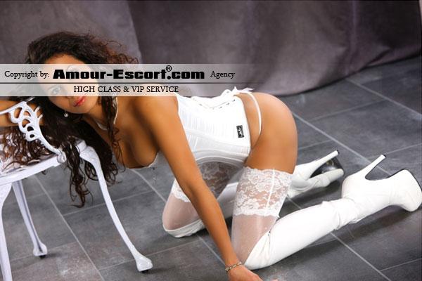 escort_laura